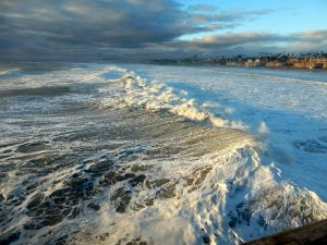Winter storm waves off Oceanside Pier